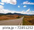 スペインの田舎道 72851252