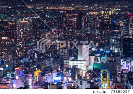 《大阪府》大阪中心街の夜景・難波方面をのぞむ 72866037