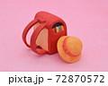 ピンクの背景に粘土で作られた赤色のランドセル、黄色い帽子 72870572