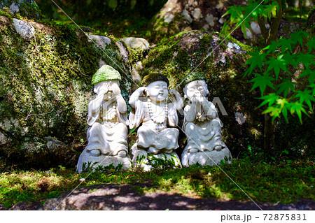 【広島】宮島弥山大聖院 境内のお地蔵様(三猿のポーズ) 72875831