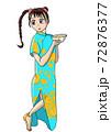 チャイナドレスを着て丼を持つ女の子 72876377