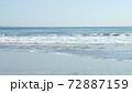 誰もいない秋の海 72887159
