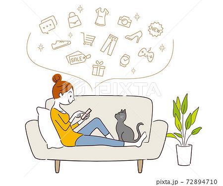 ベクターイラスト素材:スマホでネットショッピングをする女性 72894710