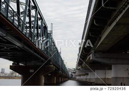 阪神電気鉄道本線と阪神高速3号神戸線の狭間 72920436