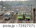車両基地に停泊する221系と103系 72927371