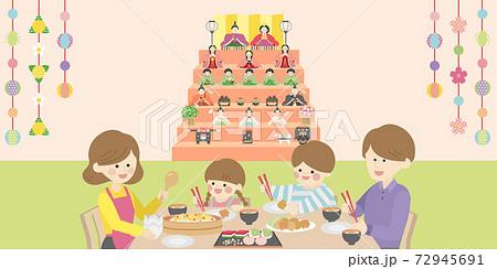 ひな祭りの日の家族 72945691
