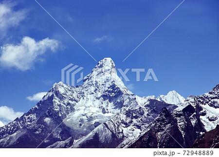 ヒマラヤ山脈にそびえる標高6856mのアマ・ダブラム 72948889