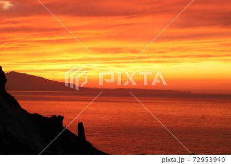 積丹の夕日と山の絶妙な風景が素敵 72953940