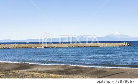湘南三浦半島のコロナ渦で閑散な神奈川県三浦市三戸海岸の冬 72979667