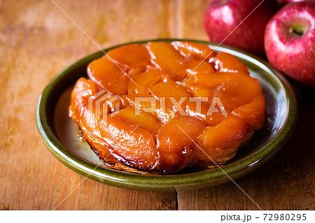 林檎のお菓子、自家製タルトタタン 72980295