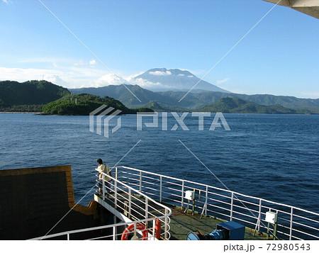船から見た、インドネシアバリ島のアグン山 72980543