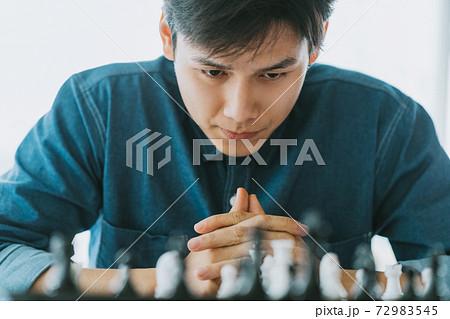 Man playing chess 72983545