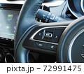 自動車のステアリングオーディオスイッチ 72991475