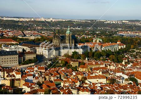 【ヨーロッパ】プラハ城とフラッチャニ地区全景 72996235