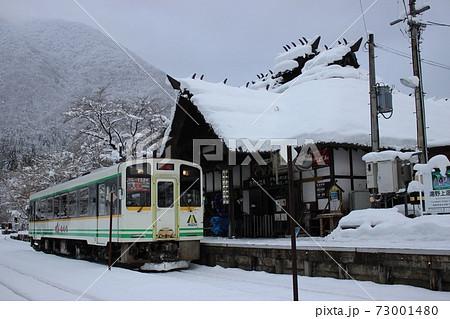 冬の湯野上温泉駅(会津鉄道 湯野上温泉駅)⓶ 73001480