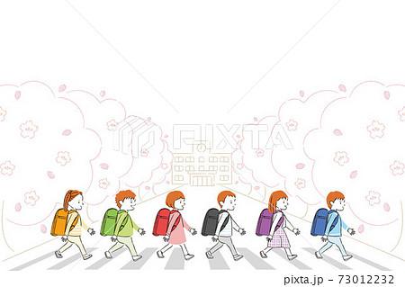 手書き線画カラーイラスト 新1年生 春 ランドセルと横断歩道 児童男女6人 73012232