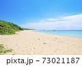 日本最南端の波照間島にあるニシ浜・白い砂浜と波照間ブルーの海 73021187