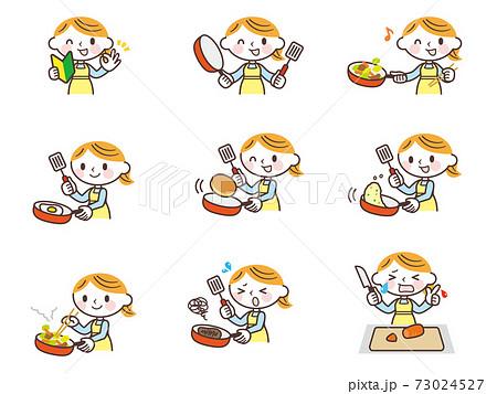 フライパンで料理する女性セット 73024527