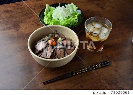 美味しいローストビーフ丼(ワイド) 73029061