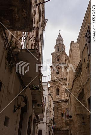 イタリア モノーポリの大聖堂の鐘楼 73031475