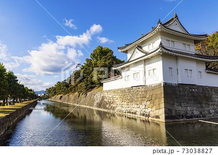 石垣とお濠 (京都 二条城) 73038827