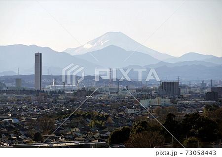 武蔵小金井イトーヨーカドーから見た富士山冬景色 73058443
