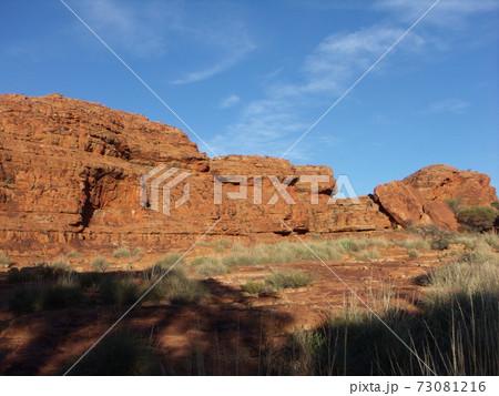 オーストラリアのカタジュタ国立公園 73081216