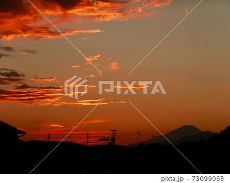 富士山と夕焼け 73099063