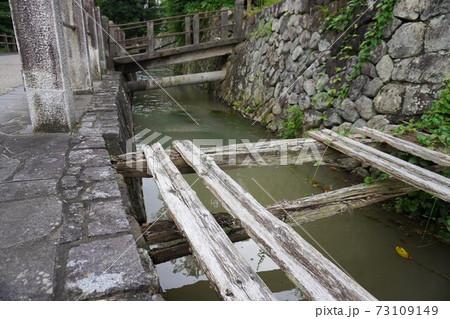 城下町のお濠が残る街並み、宮城県白石城 73109149