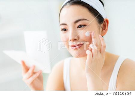 女性 化粧 クリーム 73110354
