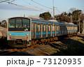 奈良線を走る205系普通電車 73120935