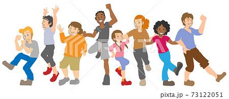 踊る多国籍の人々 73122051