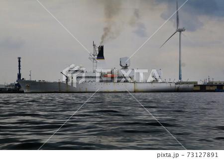 横浜港に停泊する米海軍・ミサイル追跡艦 73127891