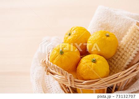 柚子 ゆず風呂イメージ素材 73132707