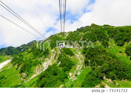 黒部平から大観峰へ向かう立山ロープウェイ 73141722
