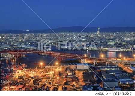マジックアワーの青い空と大阪南港の夜景 73148059