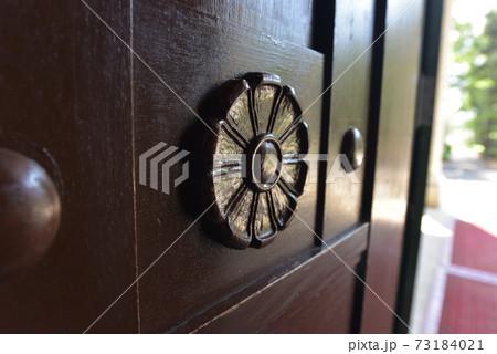 「神奈川県」大倉山記念館のドアにあるロゼット 73184021