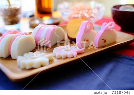 お正月にかまぼこウサギとおせち料理 73187045