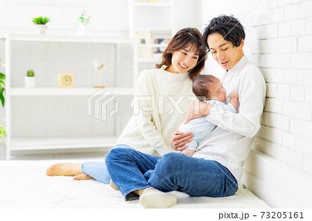 家族 赤ちゃん 幸せ 73205161
