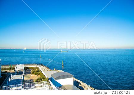 【千葉県木更津市】海ほたると東京湾アクアラインの青空風景 73230425