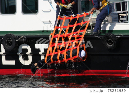 ファイバーライトクレードルを使用した落水者救助訓練 73231989