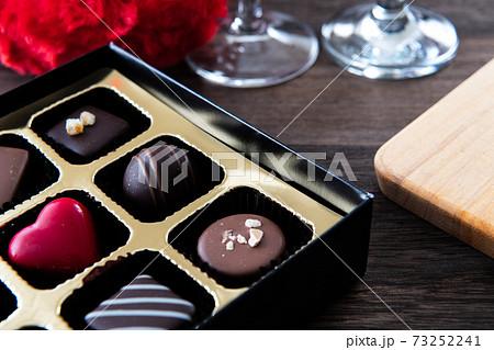 バレンタイン チョコレート クローズアップ素材 73252241