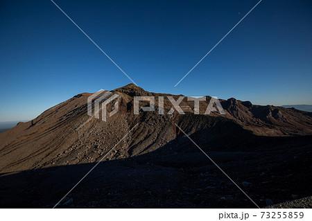 《熊本県 阿蘇山》仙酔峡尾根から中岳の稜線 73255859