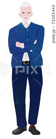 紺色のセーターの男性 73265443