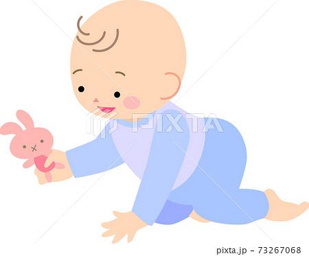 ハイハイする男の赤ちゃん 73267068