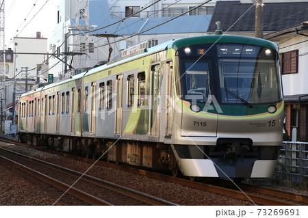 【東急池上線】御嶽山駅を発車して雪が谷大塚駅へ向かう7000系 73269691