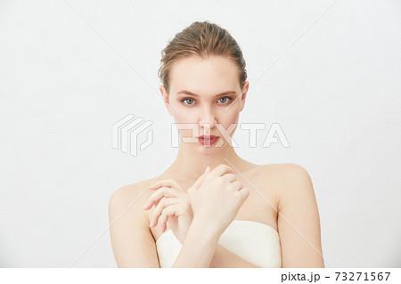 ビューティーショット 外国人女性 73271567