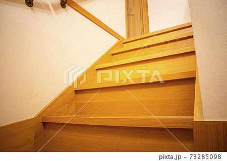 新築木造一軒家のらせん階段(注文住宅) 73285098