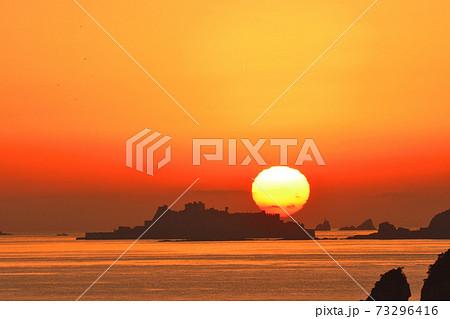 軍艦島の夕景 73296416