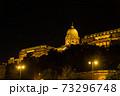 ハンガリー ライトアップされたブダペストのブダ城 73296748
